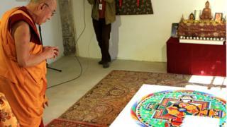 Далай-лама - почетный гражданин Ужуписа