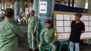 penjagaan di TPS pilkada DKI Jakarta