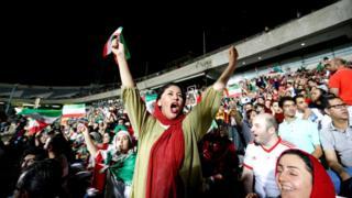 жена међу навијачима у ирану