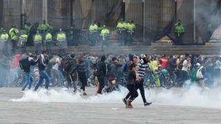 В пятницу протестующие на столичной площади Боливар были разогнаны полицией, применившей слезоточивый газ