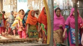 ঢাকায় রোজ কাজে বের হন অসংখ্য নারী