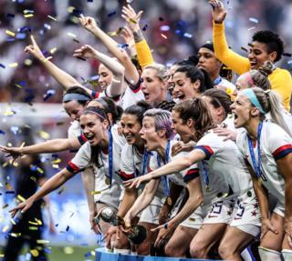 Megan Rapinoe of the USA lifts the Fifa Women's World Cup