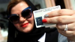 नुकताच सौदीमध्ये महिलांना वाहन चालवण्याचा परवाना देण्यात आला.