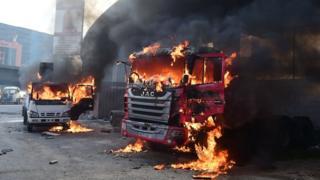 Dos camiones se incendian en Caracas