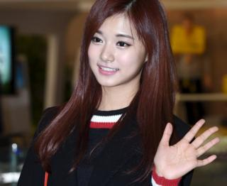 Chou Tzuyu in Seoul (10 Jan 2016)