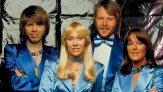 فرقة آبا السويدية