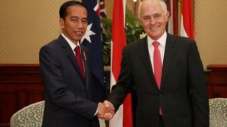 印尼總統佐科·維多多(圖左)與澳洲總理特恩布爾(圖右)