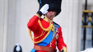 Принц Вільям взяв участь у параді верхи