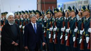 Ирандын президенти Роухани Кыргызстанга президент Алмазбек Атамбаевдин чакыруусу менен келди.