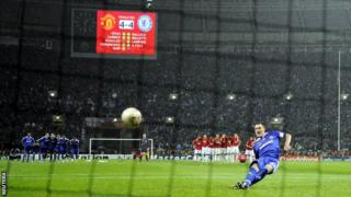 John Terry falla un penal para el Chelsea.