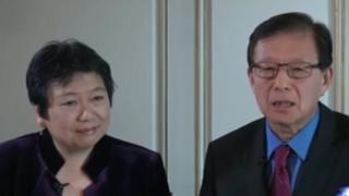 美國之音節目主持人龔小夏(左)和東方(右)