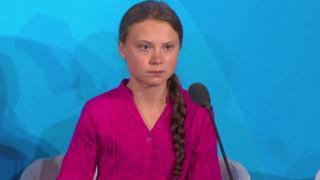 گرتا تونبرگ نوجوان سوئدی که برای مبارزه با تغییرات اقلیمی فعالیت می کند در سخنانی پرحرارت در برابر رهبران جهان در سازمان ملل، آنها را به ناکامی در این زمینه متهم کرده است.
