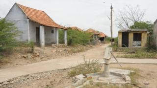 #GroundReport தூத்துக்குடி: கண் முன்னே காணாமல் போன கிராமம்