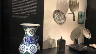 ما معنى عبارة Islamic art gallery؟