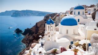 说希腊语的人形容深浅不一的蓝色有不同的词汇,而且比说英语的人分得更清楚。(Credit: Getty Images)