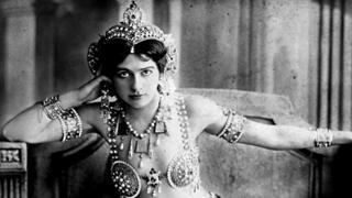 Retrato de Mata Hari, del estudio de fotografía Reutlinger, en Paris.