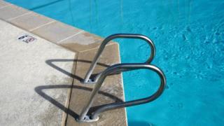 Ubwogero bwa swimming pool