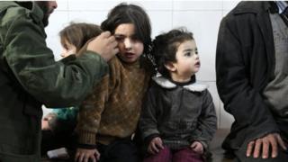 أطفال من الغوطة الشرقية يتلقون العلاج في أحد المستشفيات