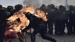 Paris'te çatışma