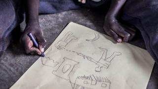 Ričard slika scene nasilja, u logoru Bidi Bidi, gdje su mnoge izbeglice deca