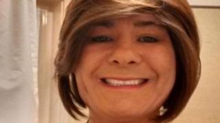 Karen White, que se declara transgênero e acusada de ter agredido sexualmente mulheres com quem estava presa, na Inglaterra