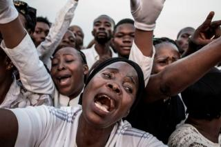 Supporters of late former DR Congo Prime Minister and opposition leader Etienne Tshisekedi, react as his casket passes in Kinshasa ahead of his burial on 1 June.