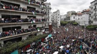 مظاهرات حاشدة في العاصمة الجزائرية ضد ترشح الرئيس بوتفليقة لعهدة خامسة