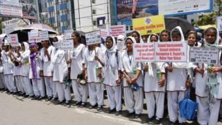 طالبات خلال مظاهرة تندد بالاعتداءات الجنسية في الهند
