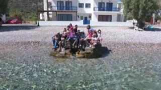 A ilha grega em que refugiados são bem-vindos