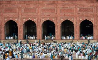 Prayers at the Badshahi Mosque in Lahore