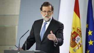 Thủ tướng Tây Ban Nha Mariano Rajoy ra tuyên bố quyết định giải thể quốc hội Catalan hôm 27/10