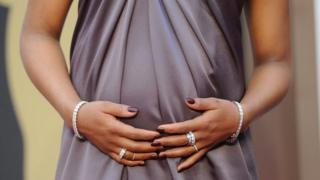 ثلاث أساطير شائعة تسمعها النساء الحوامل