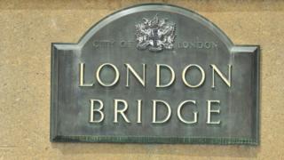 Placa identificando al puente