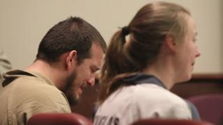 خوزه تورز ۲۶ ساله و کیلا نورتون ۲۵ ساله هنگام اعلام حکم در دادگاهی در کانتی داگلاس گریه می کردند