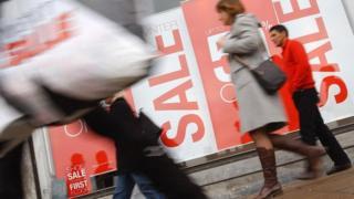 Christmas shoppers in Edinburgh