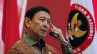Wiranto: Indonesia security minster stabbed by 'IS radical'