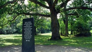 Памятный камень на месте смерти Вильгельма II