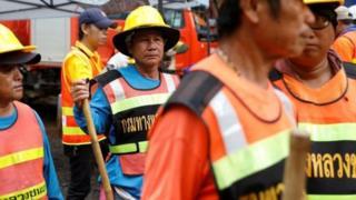 Các nhân viên cứu hộ lo ngại tình hình sẽ khó khăn khi mưa lớn trút xuống.