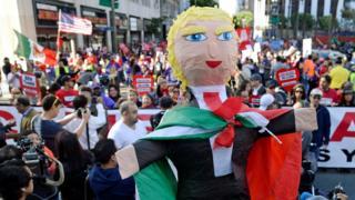piñata de Donald Trump en una protesta en su contra