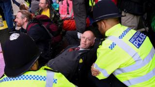 شورش علیه انقراض در لندن