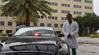 médico con carro