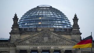 Casa que abriga Parlamento alemão em Berlim