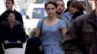 ઇઝરાયલમાં ફિલ્માવવામાં આવી રહેલી કોઈ ફિલ્મની અભિનેત્રીની શૂટિંગ સમયની તસવીર