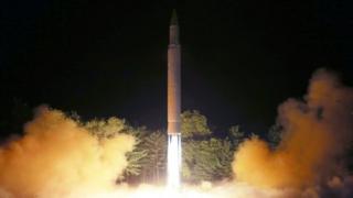 7月28日朝鲜再次试射火星-14洲际弹道导弹,引发国际社会强烈谴责。