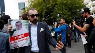 وسائل إعلام تغطي مظاهرة بالقرب من مقر القنصلية السعودية في إسطنبول
