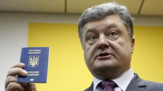Порошенко с украинским паспортом