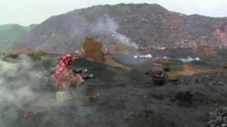 कोळशाच्या खाणी पूर्णतः बंद न केल्यानं आग लागण्याचे प्रकार इथे घडतात.