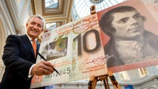 Clydesdale Bank chief executive officer David Duffy signs first £10 polymer note