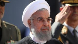 ألمح الرئيس الإيراني، حسن روحاني، إلى إمكانية إغلاق مضيق هرمز
