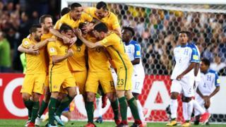 Jugadores australianos celebran
